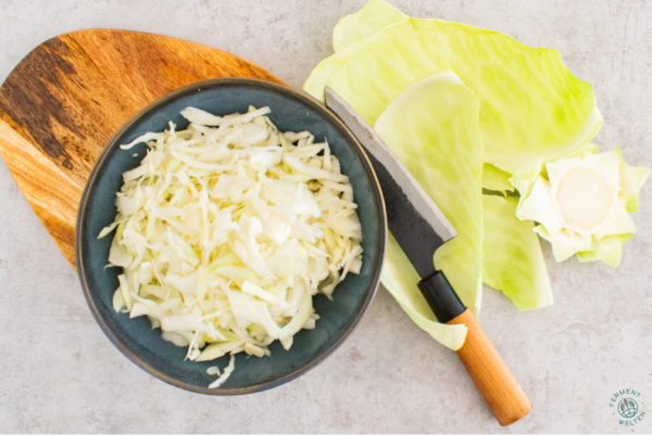 weißkohl-geschnitten-für-sauerkraut-fermentation