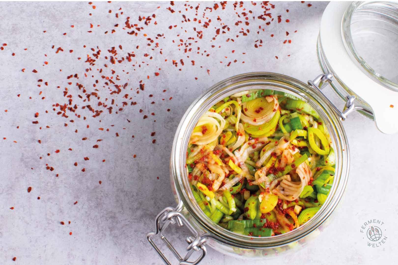 Lauch-Kimchi-Leekchi-von-oben-im-Glas